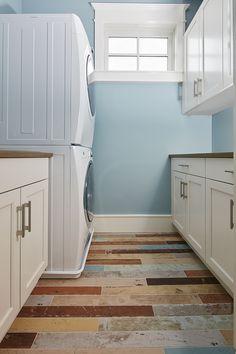 Beach House Interior Design ideas - Home Bunch Interior Design Ideas Wall Paint Colors, Bedroom Paint Colors, Shower Accent Tile, Wood Mode, Home Studio Music, Visual Comfort, Coastal Homes, Innovation Design, Home Interior Design