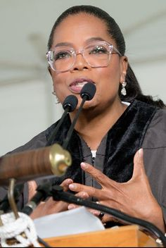 Oprah Deciding Between Two Pairs of Glasses Is All of Us Agnes Scott College 2017 Commencement Braces And Glasses, Nice Glasses, Eyeglasses For Round Face, Eyeglasses For Women, Glasses Outfit, Fashion Eye Glasses, Oprah Glasses, Agnes Scott, Eyes Game