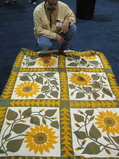 antique quilt top-make as four block Beautiful quilt--my favorite flower! Old Quilts, Antique Quilts, Vintage Quilts, Mini Quilts, Sunflower Quilts, Yellow Quilts, Crochet Amigurumi, Needle Felted, Traditional Quilts