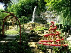 Spirale (jardin des fontaines pétrifiantes - Isère, France)