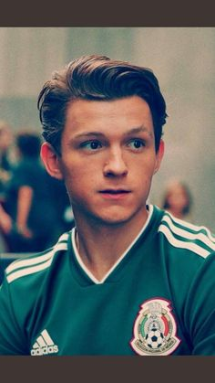 Tom Holland supports the Mexican national soccer team 💗⚽️😍 # Tom Holla . - Tom Holland supports the Mexican national soccer team 💗⚽️😍 # Tom Holland - Tom Holland Peter Parker, Tom Holand, Baby Toms, Tommy Boy, To My Future Husband, Cute Guys, Iron Man, Handsome, Celebrities