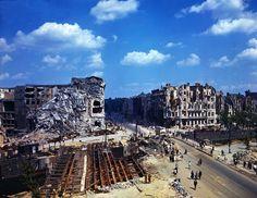 1945, Allemagne, Berlin, Les ruines de la ville en été .