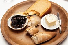 Pruneax aux Cognac (Prunes in Cognac) . serve with a very mature Gouda cheese and raisin bread Wine Recipes, Dessert Recipes, Cooking Recipes, Eton Mess, Raisin Bread, Creamy Cheese, Gouda, Camembert Cheese, Wines