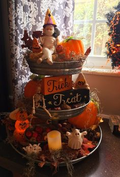 Perfect Halloween Kitchen Decoration To Scary Your Guests 24 Halloween Kitchen, Halloween Home Decor, Halloween House, Holidays Halloween, Halloween Crafts, Halloween Decorations, Fall Decorations, Vintage Halloween, Halloween Table Centerpieces