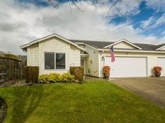 Inviting 3 bedroom/2 bathroom home in Vancouver, WA for $259,000.  Call Terrie Cox for more information: 888-888-8284.