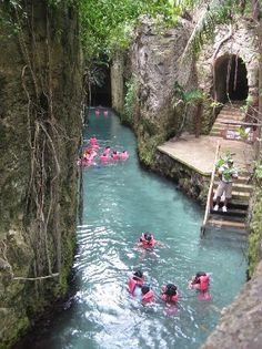 Xcaret Eco Theme Park: Underground river. Ideal honeymoon destination!! Ailleurs…