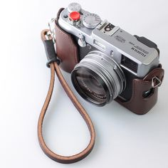 Fujifilm_FinePix_X100_with_Handmade_Leather_Camera_Strap.jpg (1024×1024)