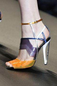 Fendi at Milan Fashion Week Spring 2014 - Details Runway Photos Fab Shoes, Dream Shoes, Crazy Shoes, Me Too Shoes, Shoes Heels, Pumps, Fendi, Louboutin, All About Shoes