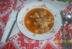 Csicsókás gulyásleves | NOSALTY – receptek képekkel Goulash Soup, Stew, Cheeseburger Chowder, Thai Red Curry, Spicy, Ethnic Recipes, Food, Essen, Meals