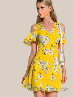 Desenli Elbise Modelleri Sarı Kısa V Yakalı Omzu Açık Fırfırlı Kol Desenli