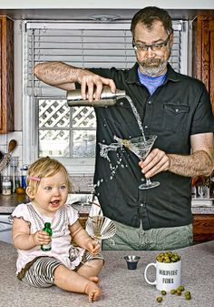 Worlds Best Father :Photographer Dave Engledow made this funny and bizarre series of portraits of himself and his little daughter Alice Bee. These are so funny! Father Daughter Pictures, Daddy Daughter, Big Daddy, Husband, Father And Baby, Good Good Father, Funny Babies, Funny Kids, Sunday Inspiration