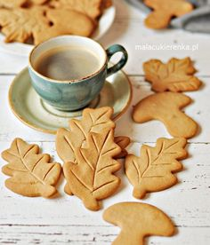 Kruche Cynamonowe Ciasteczka – PRZEPIS – Mała Cukierenka British Biscuit Recipes, Baking Recipes, Cookie Recipes, Polish Desserts, Biscuits, Tasty Videos, Love Eat, Food Cakes, Food Items