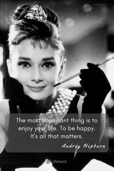 Audrey Hepburn gave us some of the most inspirational quotes ever uttered by a Hollywood star. They're useful for positive transformation to this very day. Audrey Hepburn Quotes, Audrey Hepburn Style, Aubrey Hepburn, Positive Quotes, Motivational Quotes, Inspirational Quotes, Girl Quotes, Woman Quotes, Bitch Quotes