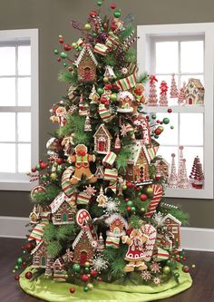 Adorable gingerbread themed tree...I think I just died, cuteness overload!!