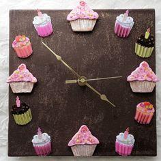 Chocolate Cupcake Clock @Etsy #homedecoraccessories
