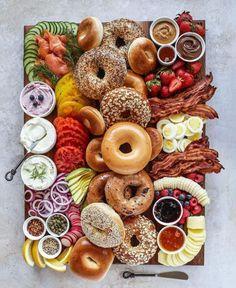 Snack Platter, Breakfast Platter, Party Food Platters, Breakfast Bagel, Breakfast Casserole, Breakfast Picnic, Bagel Bar, Platter Ideas, Charcuterie Recipes