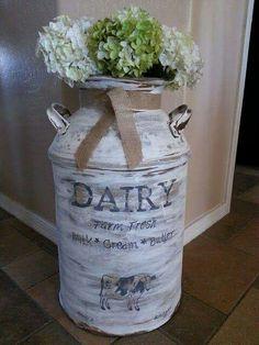 Farmhouse decor milk jug dairy milk jug flowers vase hydreaneas flowers f - Bauernhaus Dekor Antique Milk Can, Vintage Milk Can, Country Decor, Rustic Decor, Farmhouse Decor, Modern Country, Modern Farmhouse, Farmhouse Style, Farmhouse Addition