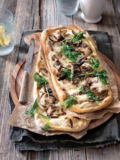 Pizza s hříbky a bazalkou Recipe Inspiration, Spanakopita, Mozzarella, Tacos, Pizza, Cooking Recipes, Ethnic Recipes, Cooker Recipes, Recipies