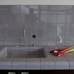 안녕하세요~~~! 오늘은 개인적으로 정말 좋아하는 타일 브랜드인 Dtile에 대해서 포스팅을 해보려고 해요~... Phillips Starck, Traditional Tile, Wet Rooms, Beautiful Space, Kitchen Hacks, Design Awards, Kitchen Design, Tiles, Bathtub