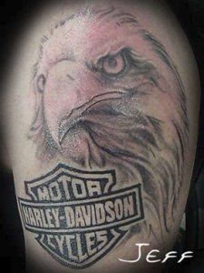 Are you a fan of Harley Davidson Motorcycles? Get inspired by what others have done with their harley davidson tattoos and get some ideas for yours! Art Harley Davidson, Harley Davidson Tattoos, Harley Davidson Street Glide, Harley Davidson Motorcycles, Harley Tattoos, Biker Tattoos, Motorcycle Tattoos, Hd Tattoos, Pin Up Tattoos