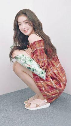 Irene is so damn gorgeous Red Velvet アイリン, Red Velvet Seulgi, Red Velvet Irene, Asian Woman, Asian Girl, Red Velet, Velvet Fashion, Plaid Dress, Kpop Fashion