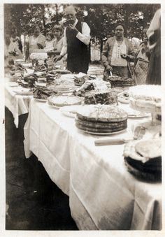 Early 20th century picnic in Pickens, SC.  (Rogers Collection / Pickens County Library System Historical Photo Collection)