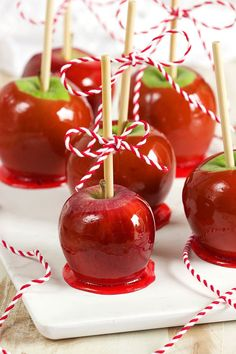 Ready in just 30 minutes with ingredients you already have in your kitchen, these Easy Candy Apples recipe is as simple and festive as it gets. | @suburbansoapbox #candyapples #halloween #kidfriendly #allergyfriendly