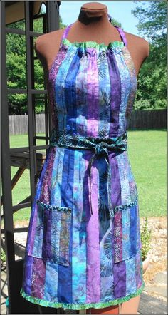 Jelly Roll Apron want to try and turn this into a dress Sewing Aprons, Sewing Clothes, Sewing Lessons, Sewing Hacks, Fabric Crafts, Sewing Crafts, Cool Aprons, Bali, Place Mats Quilted