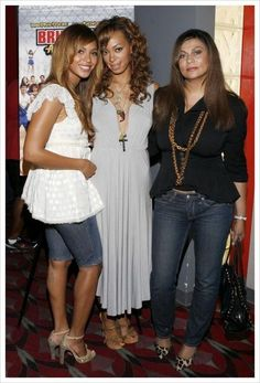 Beyonce, Solange, and Tina Knowles are classy and beautiful ladies!!!