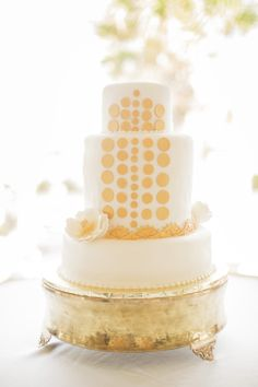 White & Gold Wedding Cake.