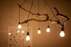 DIY Deko Ideen glühbirnen hängen zweig kronleuchter