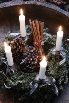 Advent wreath with pine cones and cinnamon sticks. Danish Christmas, Christmas On A Budget, Woodland Christmas, Christmas Mood, Scandinavian Christmas, Rustic Christmas, Christmas Tables, Modern Christmas, Christmas Advent Wreath