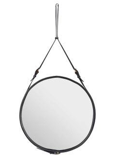 Spejl, Adnet i metal, messing, læder og spejlglas, designet af Jacques Adnet, fås i tre str., fra diam. 45 cm op til 70 cm, fra 3995 kr., Gubi.
