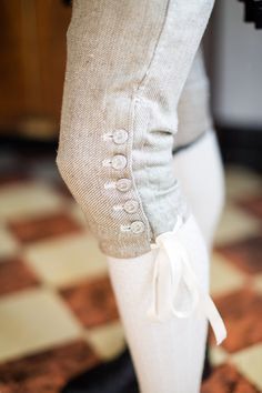 Eighteenth Century Men's breeches: Became a bit fuller and loose below the waist. They were cut to the knee length and when a coat was on, they were not very noticeable. They also had buttons on the sides for closing or opening them. 18th Century Dress, 18th Century Costume, 18th Century Clothing, 18th Century Fashion, 19th Century, Historical Costume, Historical Clothing, Marie Antoinette, Vintage Outfits