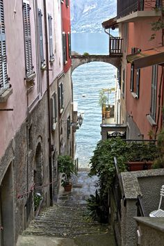 Bellagio, Italy (by Oneterry Aka Terry Kearney)