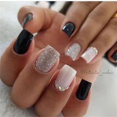 Semi-permanent varnish, false nails, patches: which manicure to choose? - My Nails Stylish Nails, Trendy Nails, Cute Nails, My Nails, Blue Gel Nails, Black Nails, Square Nail Designs, Short Nail Designs, Black Nail Designs