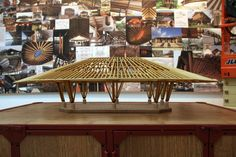 Simón Vélez en la Bienal de Venecia 2016: 'El bambú no es un material para pobres o ricos, es para seres humanos' Bamboo Structure, Timber Structure, Bamboo Architecture, Architecture Design, Circular Buildings, Function Hall, Bamboo Art, Bamboo House, Arch Model
