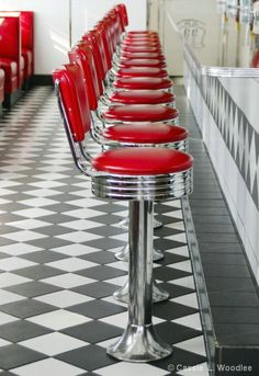 Red and Chrome counter stools Checkerboard floor. When I was in Pennsylvania we had a diner car that was decorated like this. Best place in town for a greasy cheeseburger and french fries. Bar Retro, Deco Retro, Retro Vintage, Vintage Stuff, Vintage Cafe, Vintage Colors, Cafe Bar, Retro Wedding Theme, Wedding Colours
