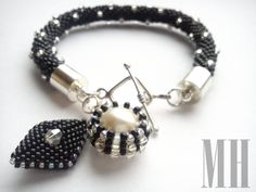 Czarno-srebrna bransoletka z zawieszkami   MH Biżuteria - cuda ręcznie wykonane