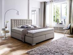 Boxspringbett aus Kunstleder Muddy inkl. Visco-Topper lässt keine Wünsche offen!  Der komfortable Aufbau dieses Bettes lässt Sie in Ruhe und bequem schlafen! Die hochwertige Optik mit dem gesteppten Kopfteil sowie den Metallfüßen machen dieses Bett zu einem optischen Highlight!