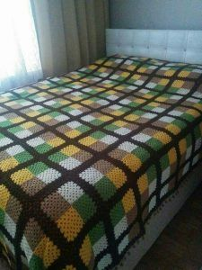 """diy_crafts-Colchas de ganchillo """"One-color granny squares."""", """"Before we start the discussion on these crocheted blankets, I want you to tell m"""