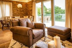 Urlaub an der Weinstraße: Golden Hill Country Chalets & Suites Golden Hill, Loft, Couch, Country, Chill, Hotels, Furniture, Home Decor, Chalets