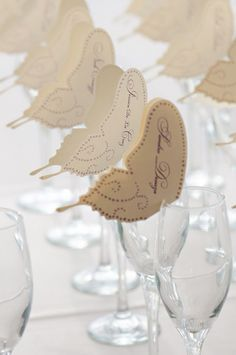 Butterfly motif - Escort cards / Photography by luckyheartphotography.com