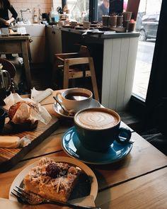 Coffee/ cake catch up with aesthetic, 2019 кофе ve идеи для ф Coffee Shop, Coffee Is Life, I Love Coffee, Coffee Cafe, Coffee Break, Morning Coffee, Running Photography, Aesthetic Coffee, Coffee Photography