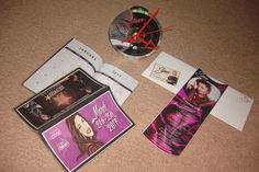 SELENA  QUINTANILLA PEREZ -UNBELIEVABLE BEAUTIFUL CD CLOCK W/ 16 FREE CARDS +++