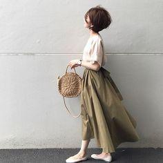 ・ ・ 生地をたっぷりふんだんに使っててかわいいスカート♡ skirt/ @netstar_official #etrebloom リボンも大きくてかわいい♡ お腹のところが幅広くピタッとしてるところが気に入ってます♪ ・ tops/ @netstar_official #netstar リネンのブラウス リネンのベージュっていいよね。 涼しい〜 ・ ・ bag/ @lavishgate shoes/ @donobanweb earring/ @maco0225 ・ ・ ・ #mamagirl #locari #ママファッション