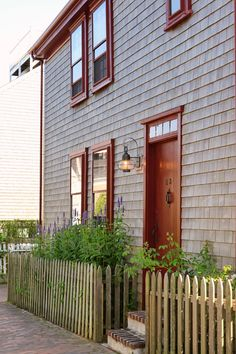 The Streets of Downtown Nantucket New England States, New England Homes, Cider House Rules, Nantucket Island, Places In America, Cute House, Home Landscaping, Martha's Vineyard, New Hampshire