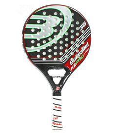 La pala  de Padel Bullpadel K2 Pro , pala de control e insuperable juego, la K2 Pro  al incorporar aristas, tiene mayor resistencia a la torsión del golpeo