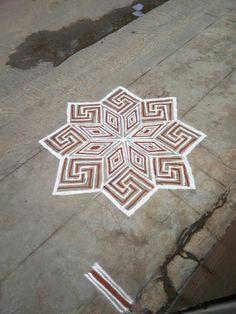 Rangoli Borders, Rangoli Border Designs, Rangoli Designs Images, Kolam Rangoli, Flower Rangoli, Beautiful Rangoli Designs, Mehandi Designs, Indian Rangoli, Kolam Dots