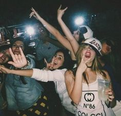 The funniest and the most embarrassing photos of drunk girls Party Pictures, Friend Pictures, Drunk Pictures, Tumbrl Girls, Drunk Party, Ft Tumblr, Young Wild Free, Crazy Night, Drunk Girls